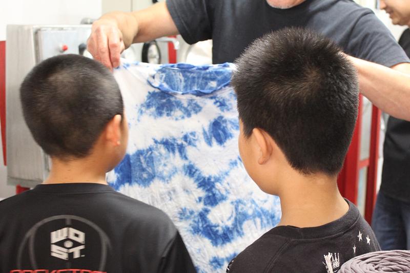 小学生のTシャツ染色体験